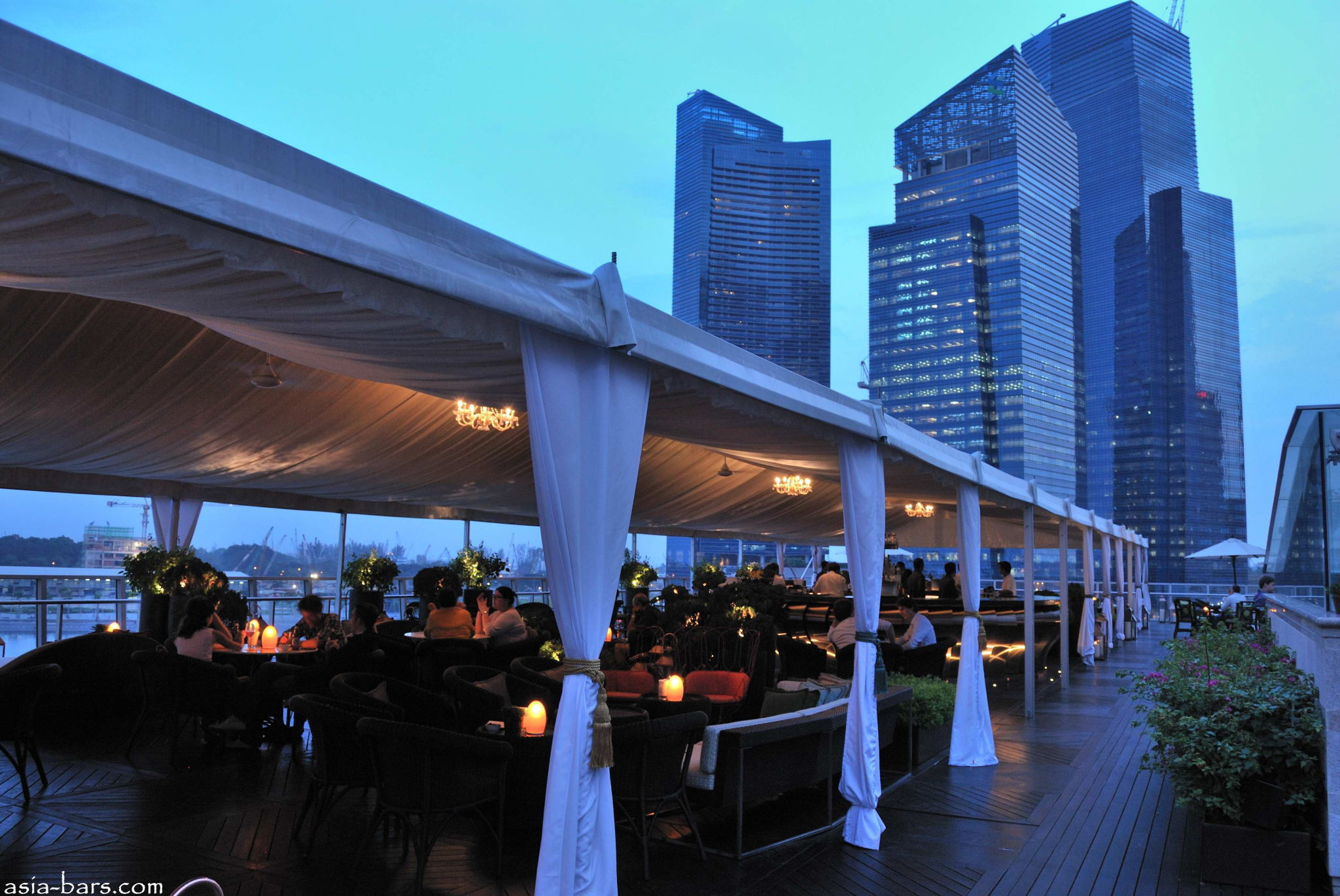 Lantern Rooftop Bar At Fullerton Bay Hotel Singapore