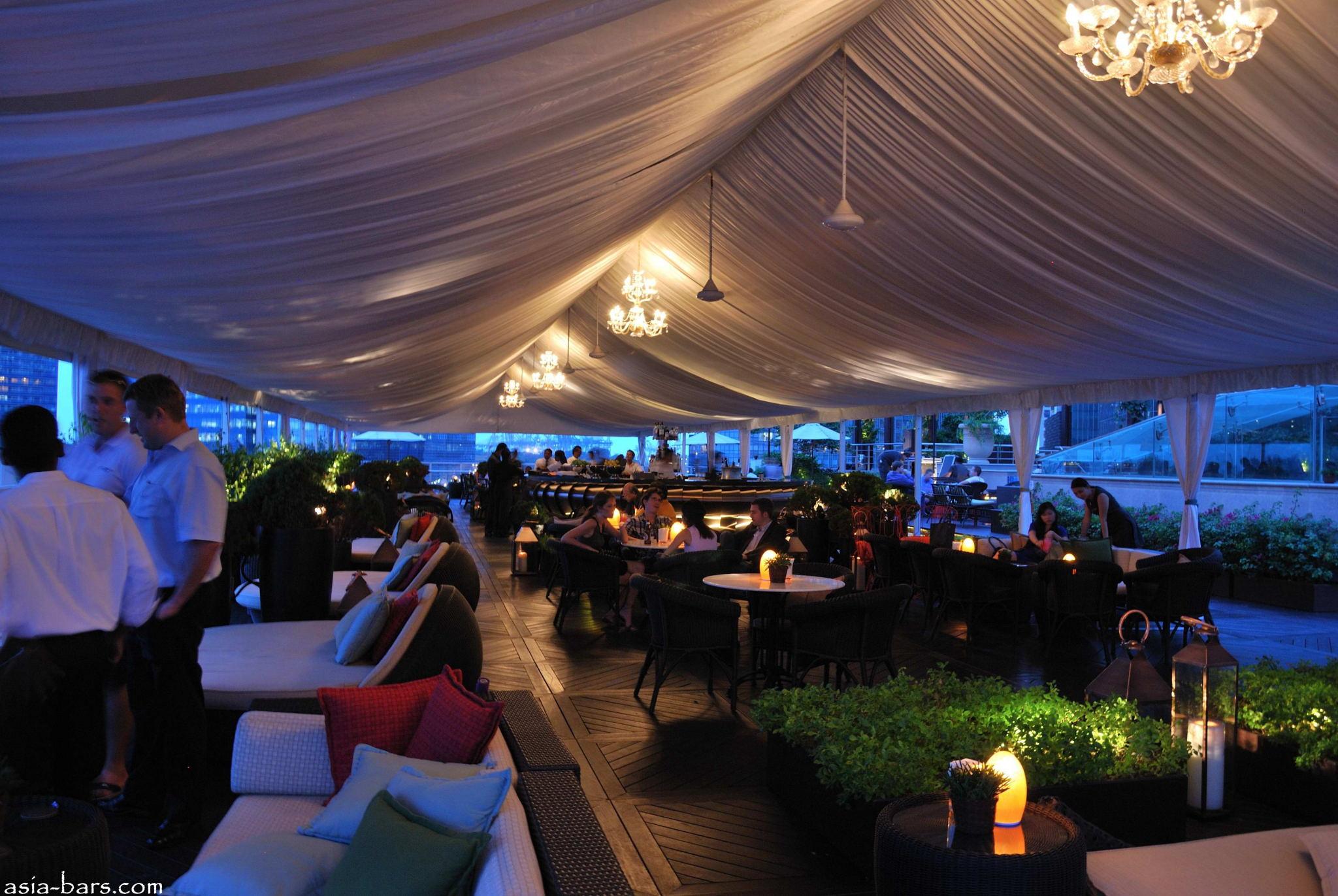 Lantern Bar Stylish Rooftop Bar At The Fullerton Bay