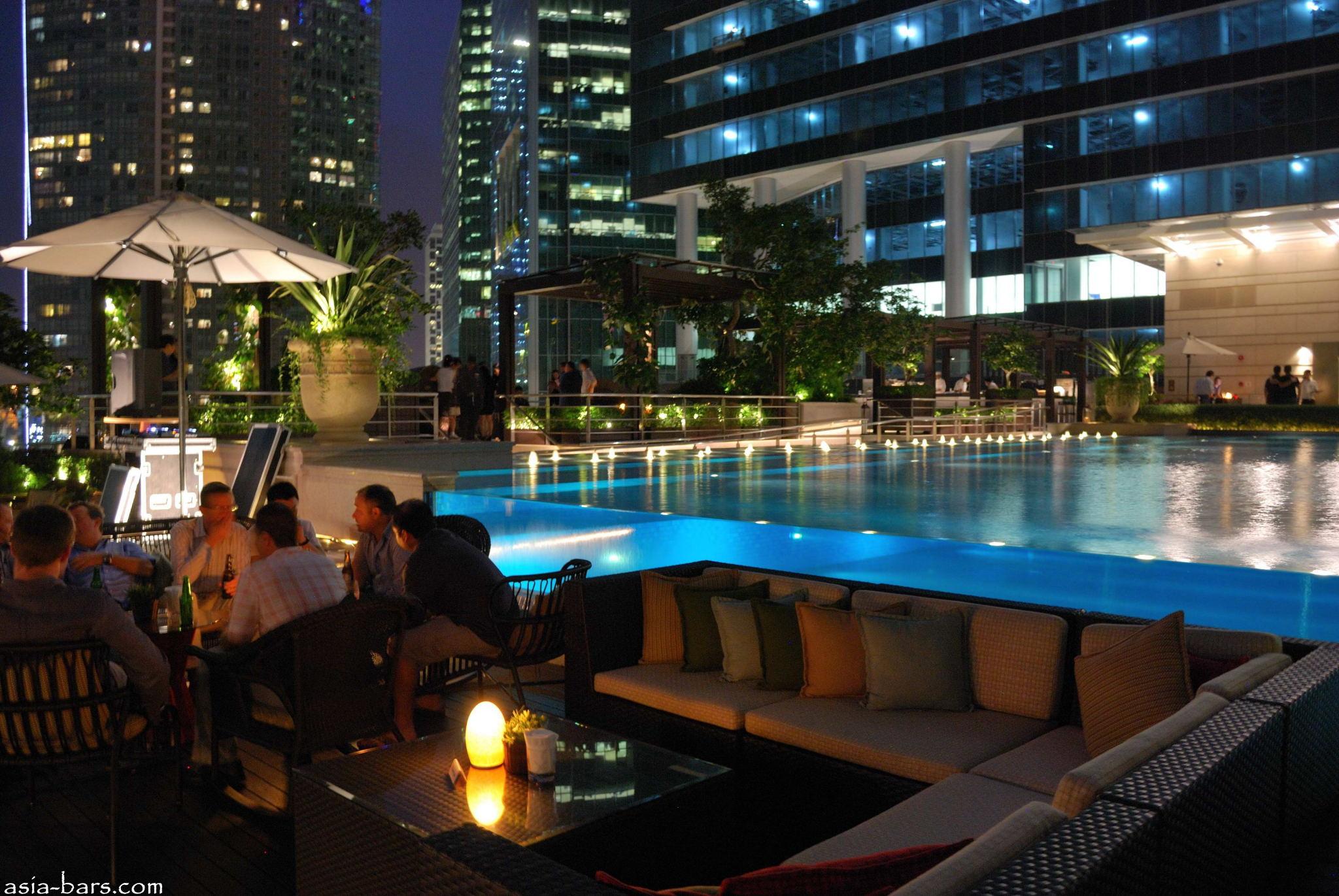 Lantern Bar- stylish rooftop bar at The Fullerton Bay Hotel ...