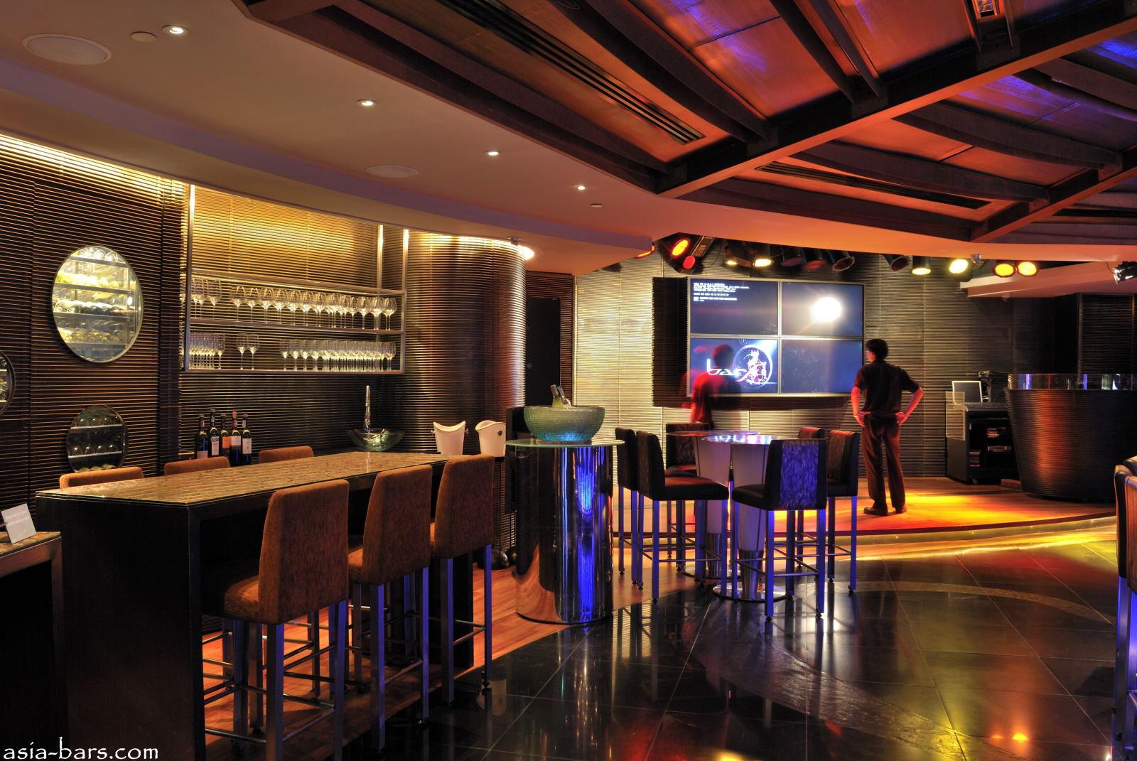 Barsu Elegant Lounge Bar Offers Sophisticated Nightlife