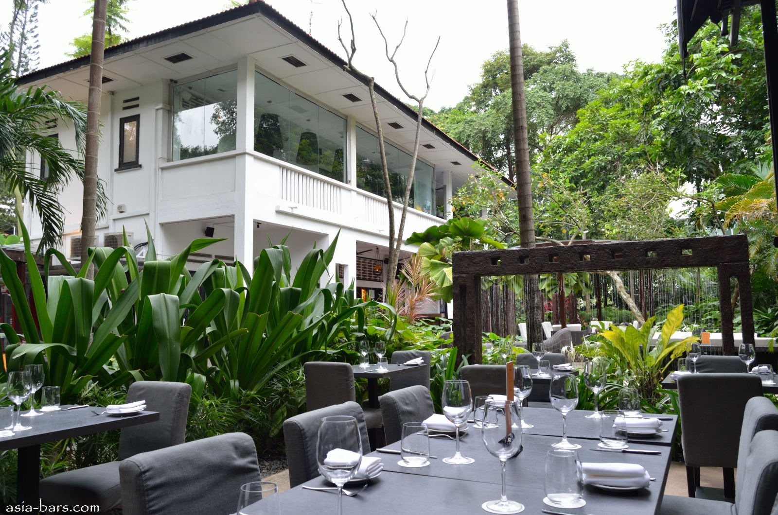 One Rochester Singapore Gastrobar Set In Tropical Garden Of