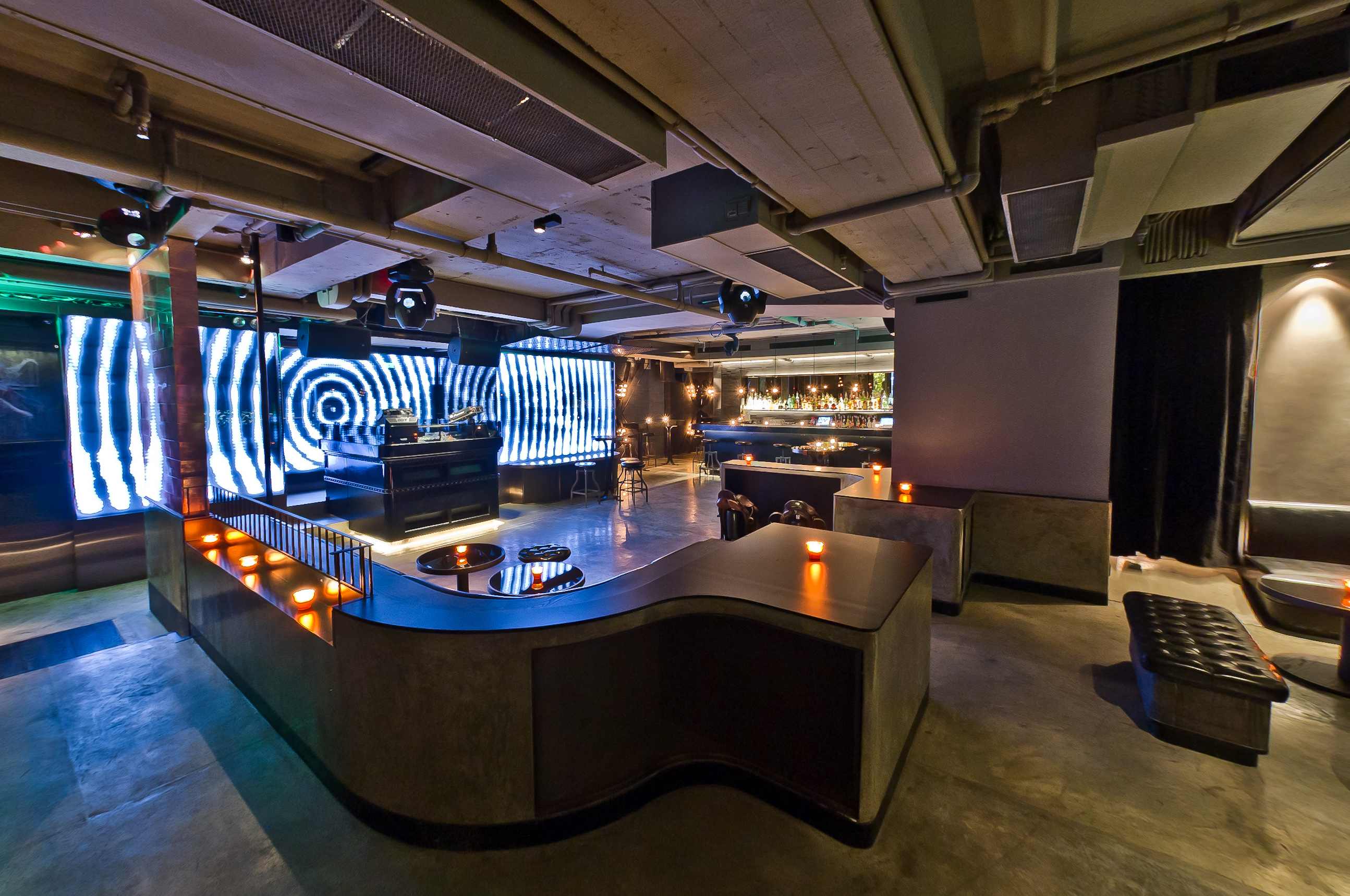 Fly Hong Kong A Pumpin Dance Club Reverberates In The