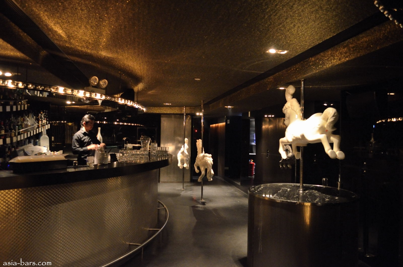 Volar Sleek Hip Hong Kong Nightclub And Lounge on Nightclub Interior Design