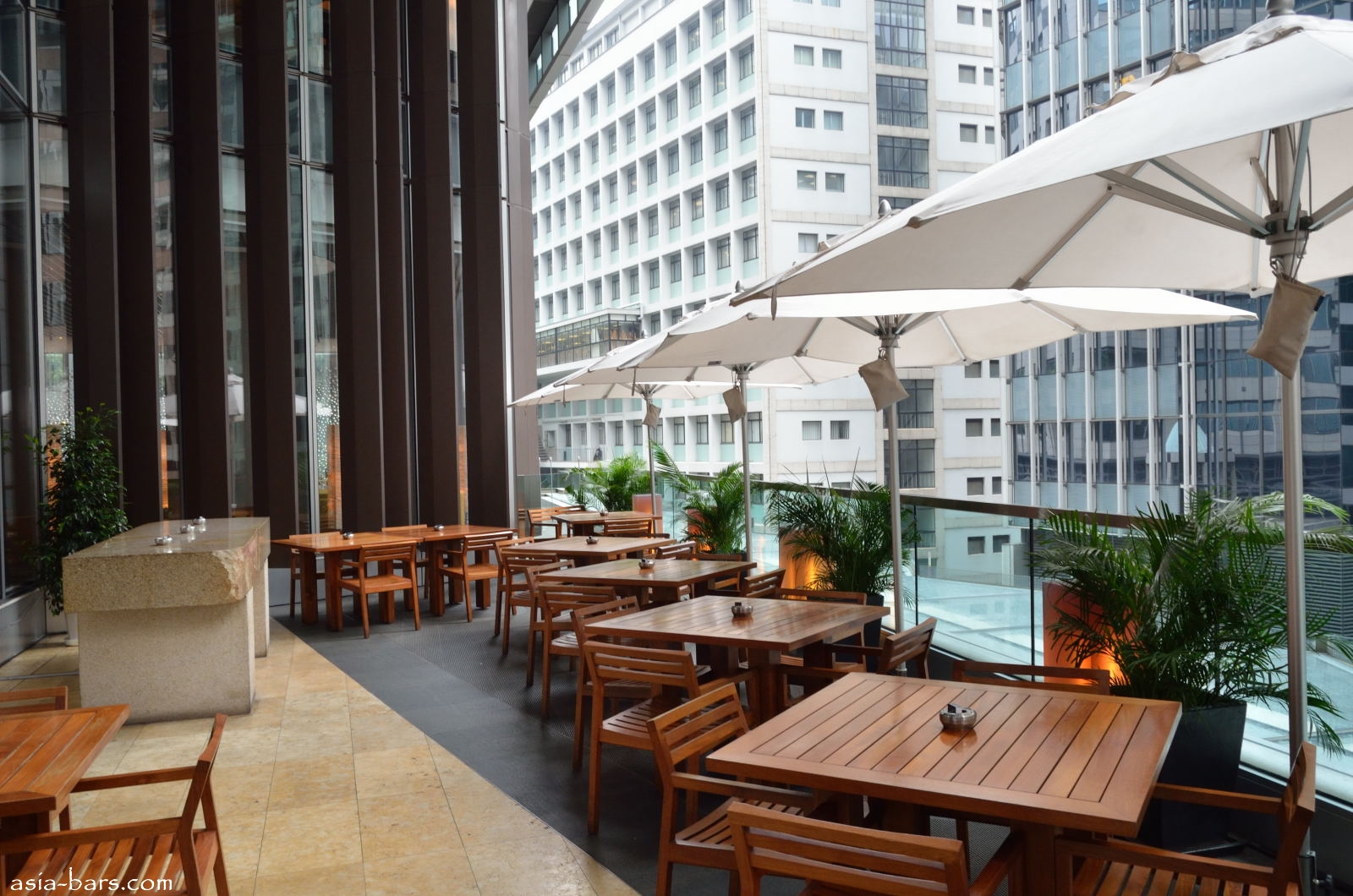 Zuma hong kong restaurant and lounge bar featuring for Zuma miami terrace
