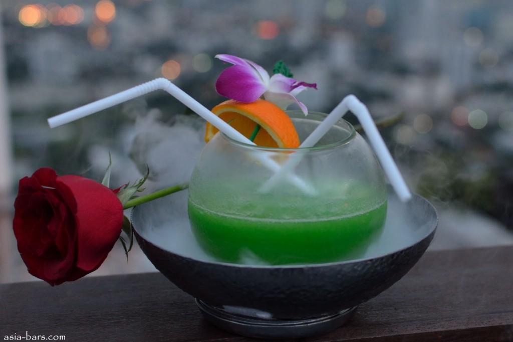 banyan tree moon bar
