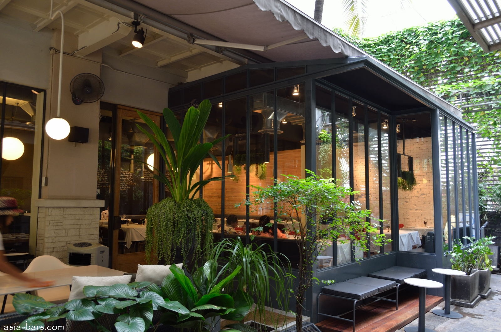 Greyhound Cafe Chic Urban Cafe Serving Innovative Thai