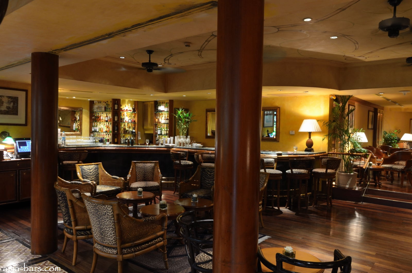 Bamboo Bar at Mandarin Oriental, Bangkok- legendary bar continues to ...