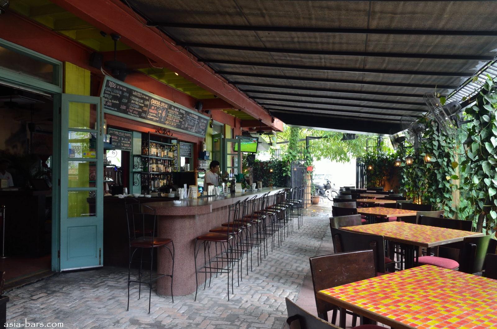 Patio bar Outdoor bars and Havana on Pinterest