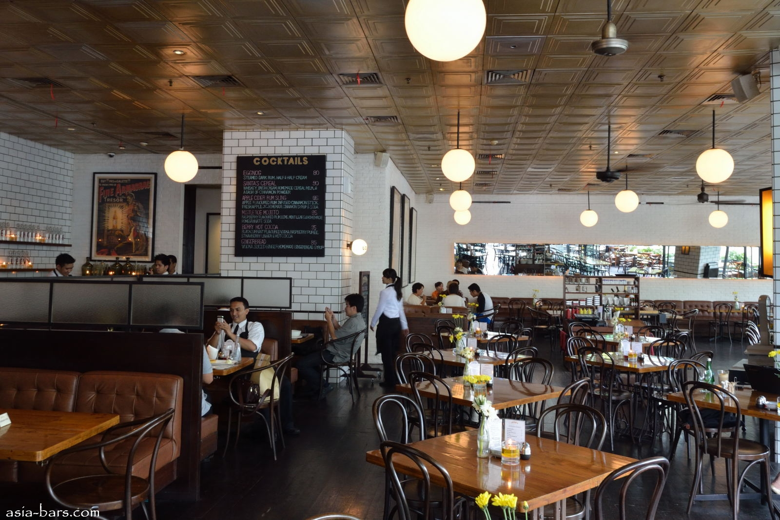 Loewy Bar Amp Restaurant In Jakarta Excels With Relaxed