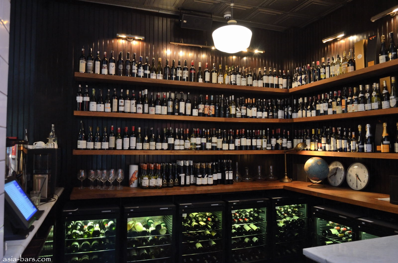 Union brasserie bakery bar celebrated restaurant in for Walk in wine cellars