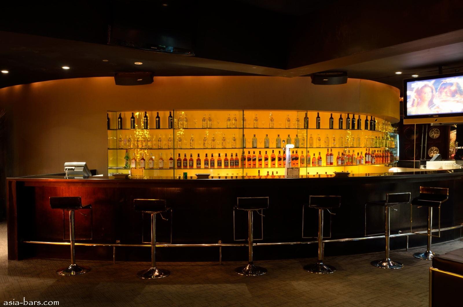 TIGA PULUH Music Bar Lounge Le Meridien Jakarta
