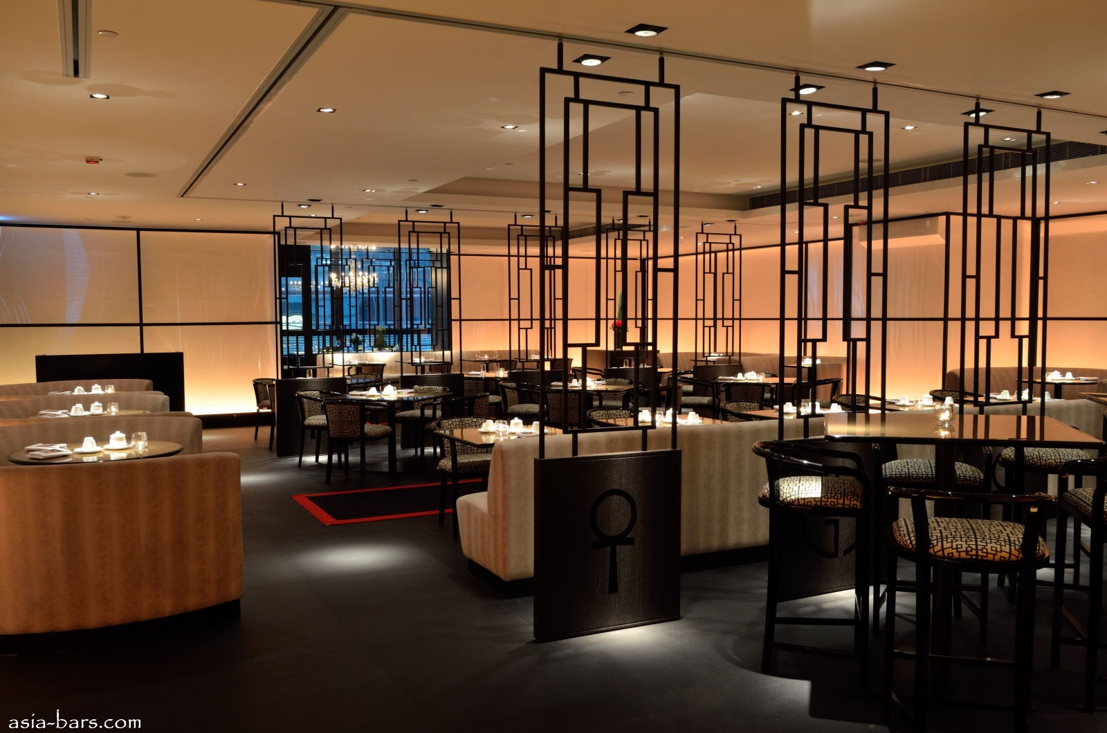 Armani aqua eminently stylish contemporary japanese - Cuisine designer italien ...
