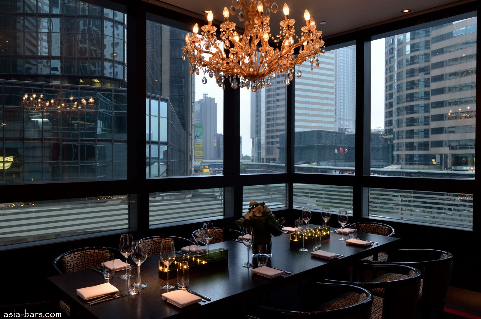 Armani aqua eminently stylish contemporary japanese for Best private dining rooms hong kong