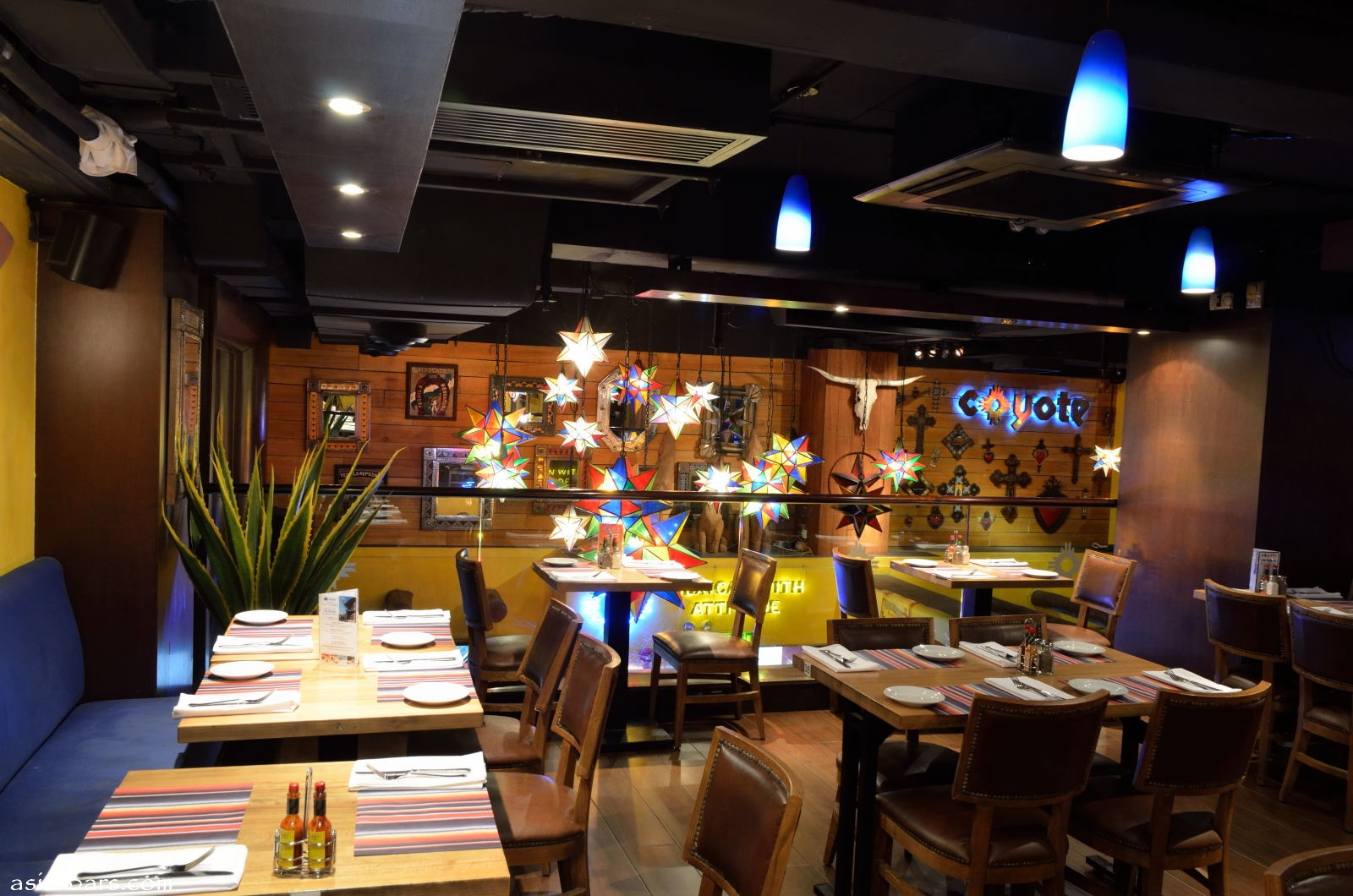 coyote bar  u0026 grill in hong kong