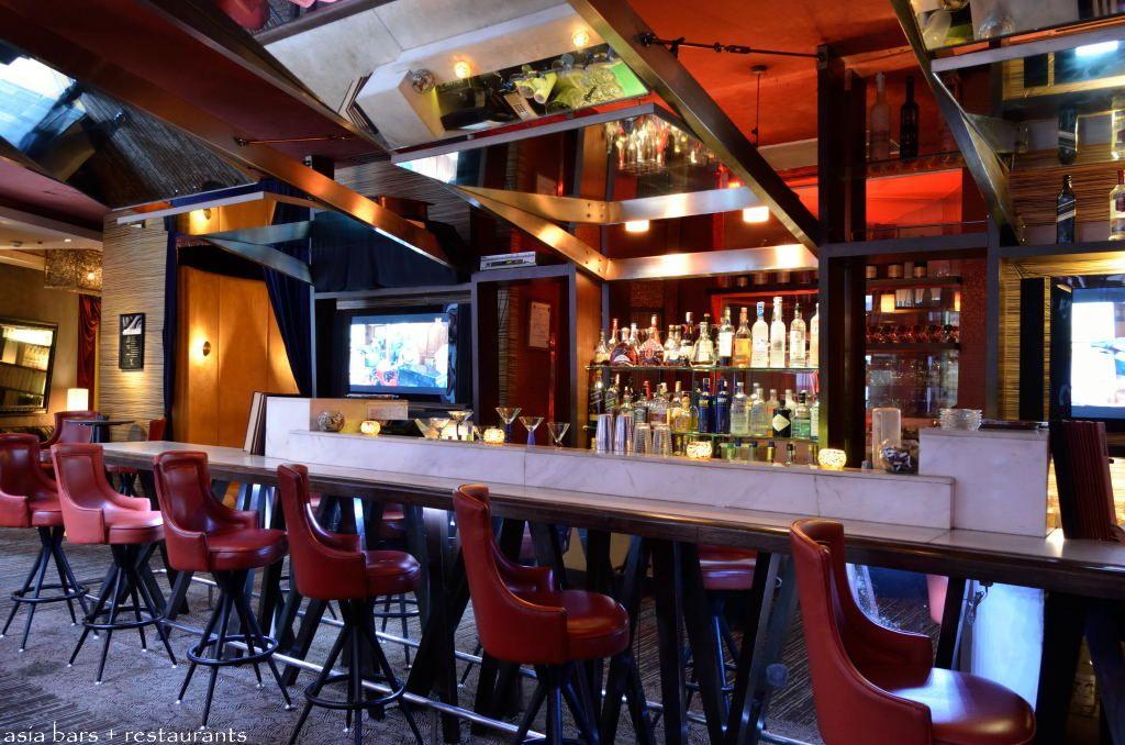 martini's bar manila