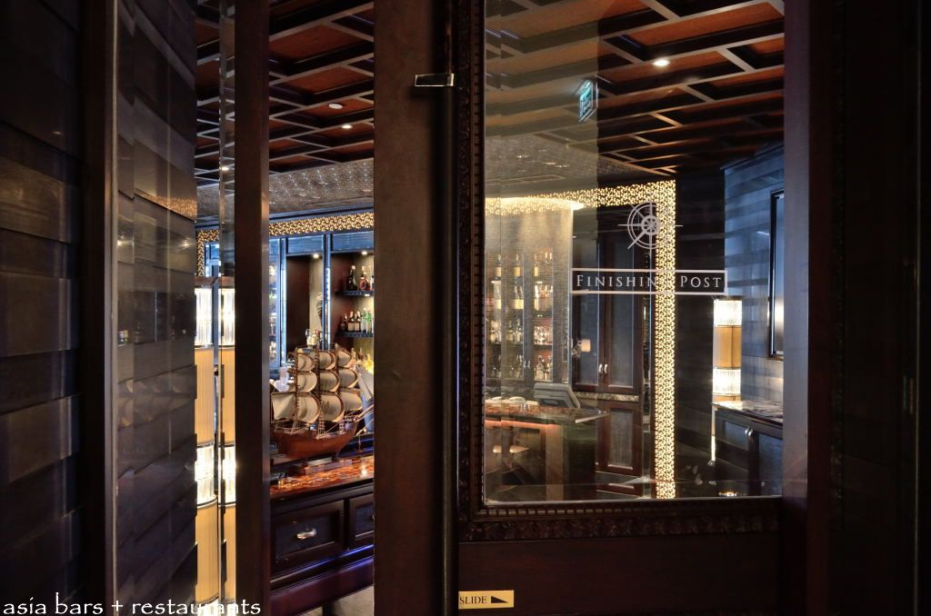 Rooms: Finishing Post- Sophisticated Bar At Crowne Plaza Hotel