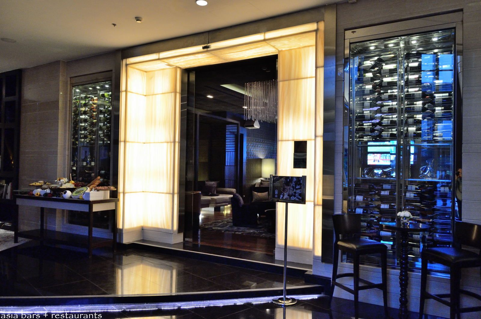 Le bar de l hotel lounge bar at sofitel bangkok sukhumvit for Lounge interior design