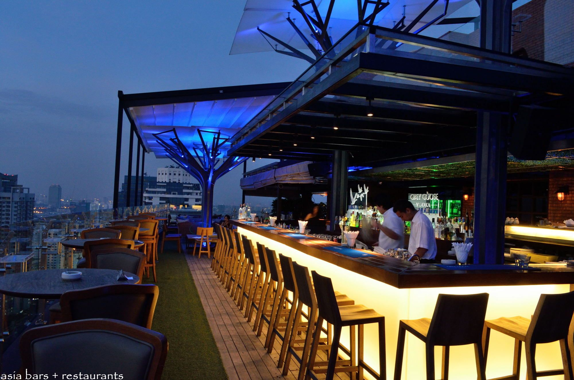 Above eleven rooftop bar restaurant bangkok asia for Terrace 33 makati menu