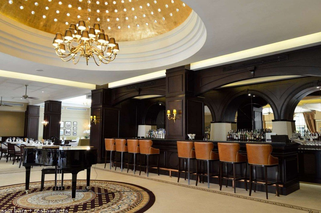 the bar majestic hotel