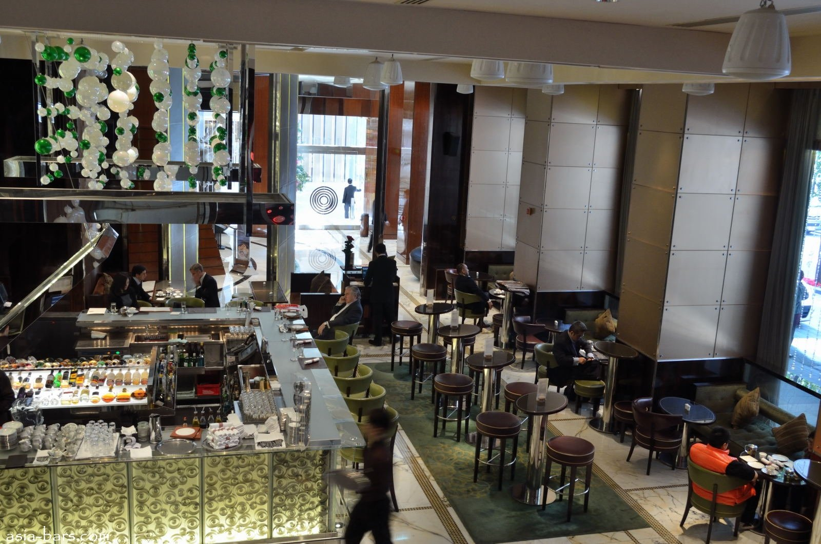 Masters of Mixology- MO Bar at The Landmark Mandarin Oriental Hong Kong | Asia Bars & Restaurants