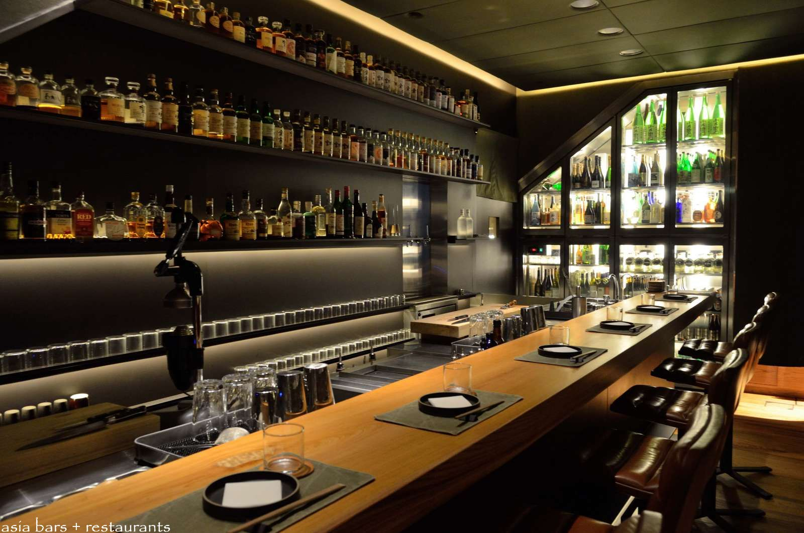 Ronin japanese inspired seafood dining bar in hong kong for Bar dining t bar