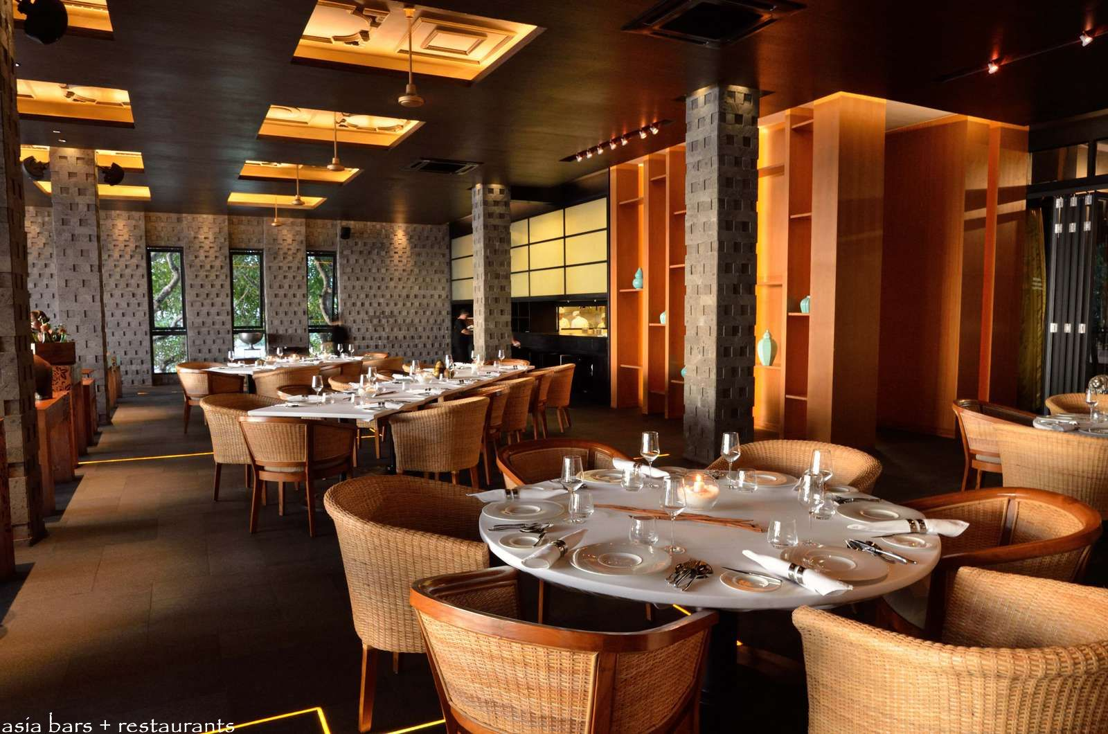 Simple table decoration ideas - Casual restaurant table dining tables on the upper