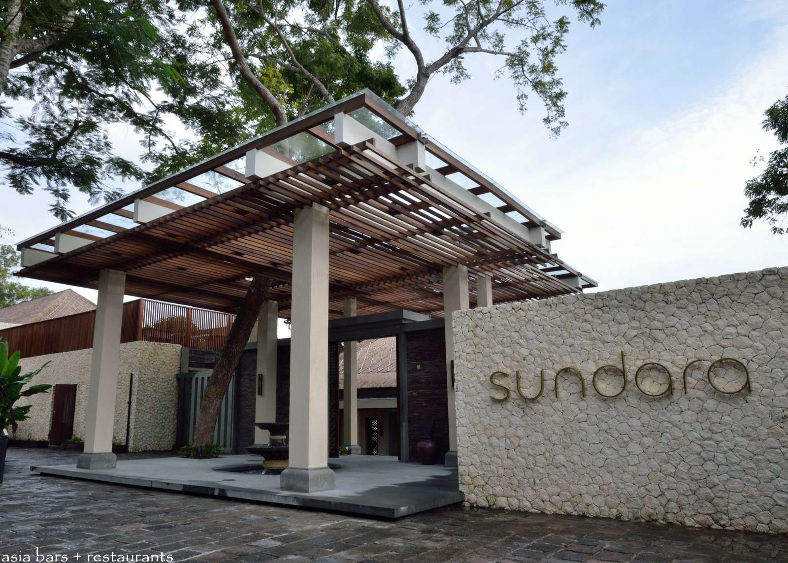 Sundara Beachfront Restaurant At Four Seasons Resort