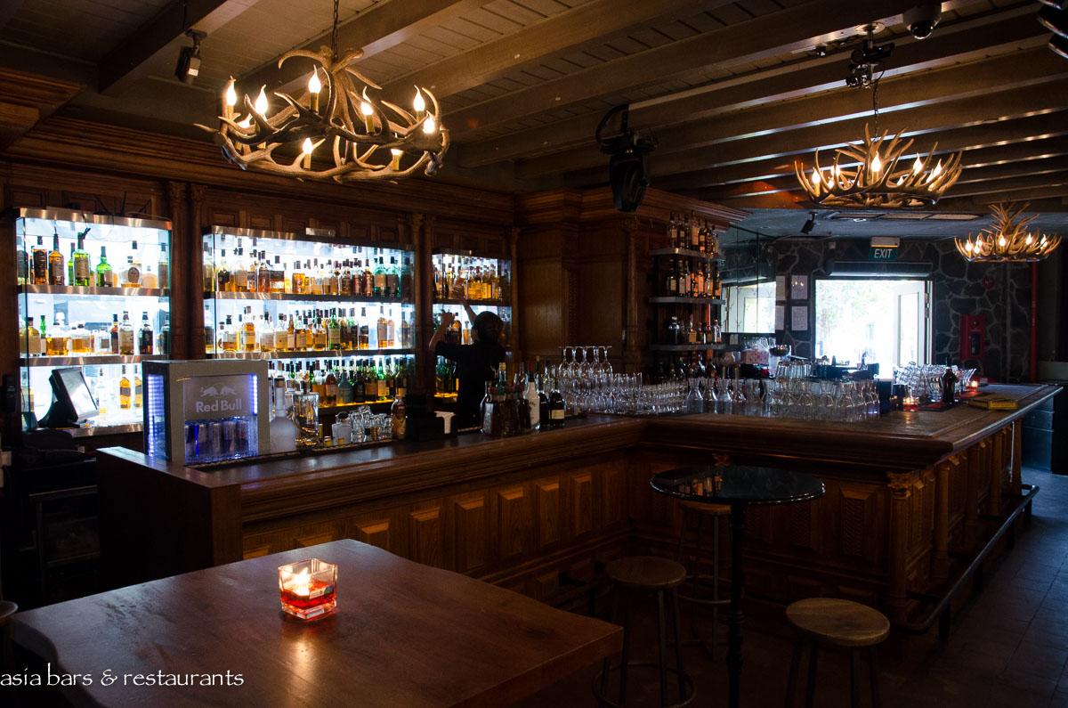 Highlander scottish bar restaurant singapore asia
