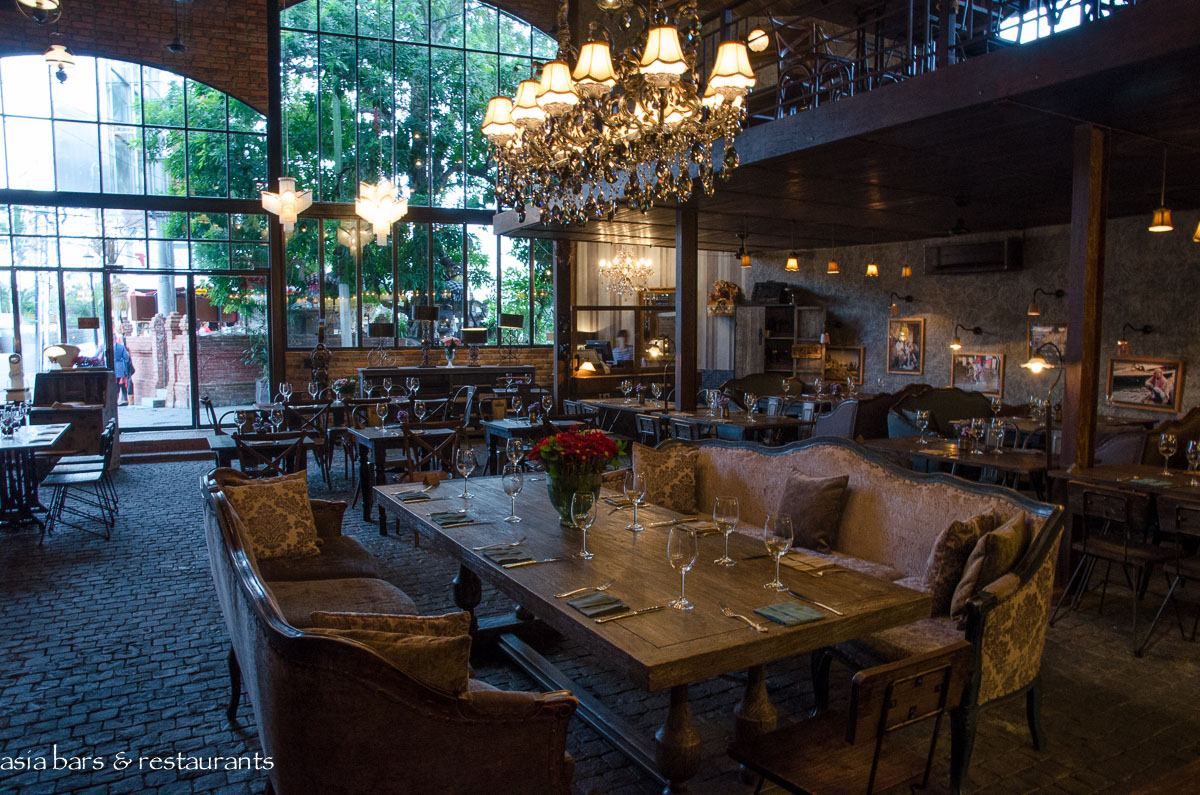 The bistrot vintage cafe lounge restaurant seminyak Cuisine style retro