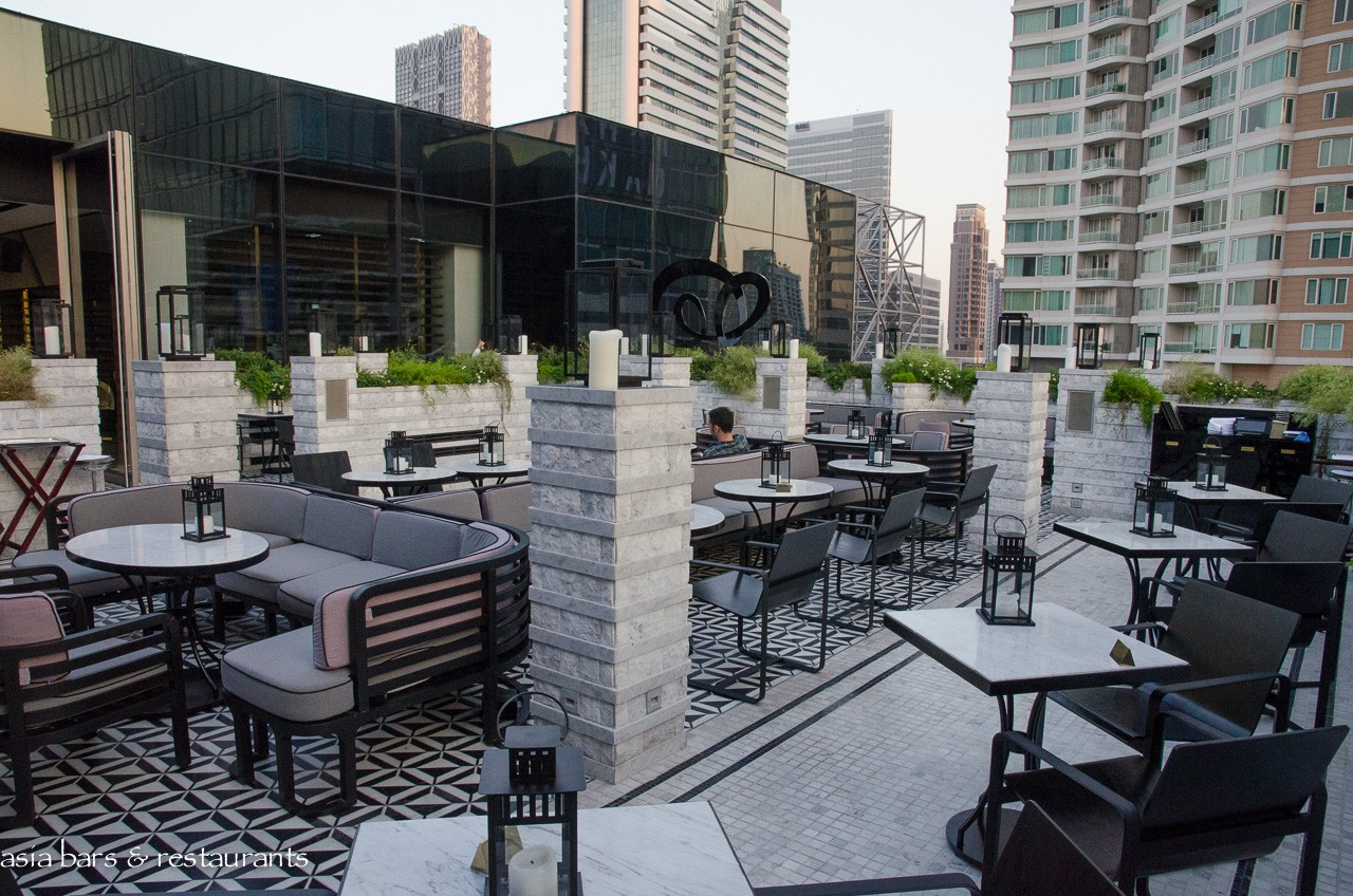 vogue lounge restaurant rooftop terrace in bangkok. Black Bedroom Furniture Sets. Home Design Ideas