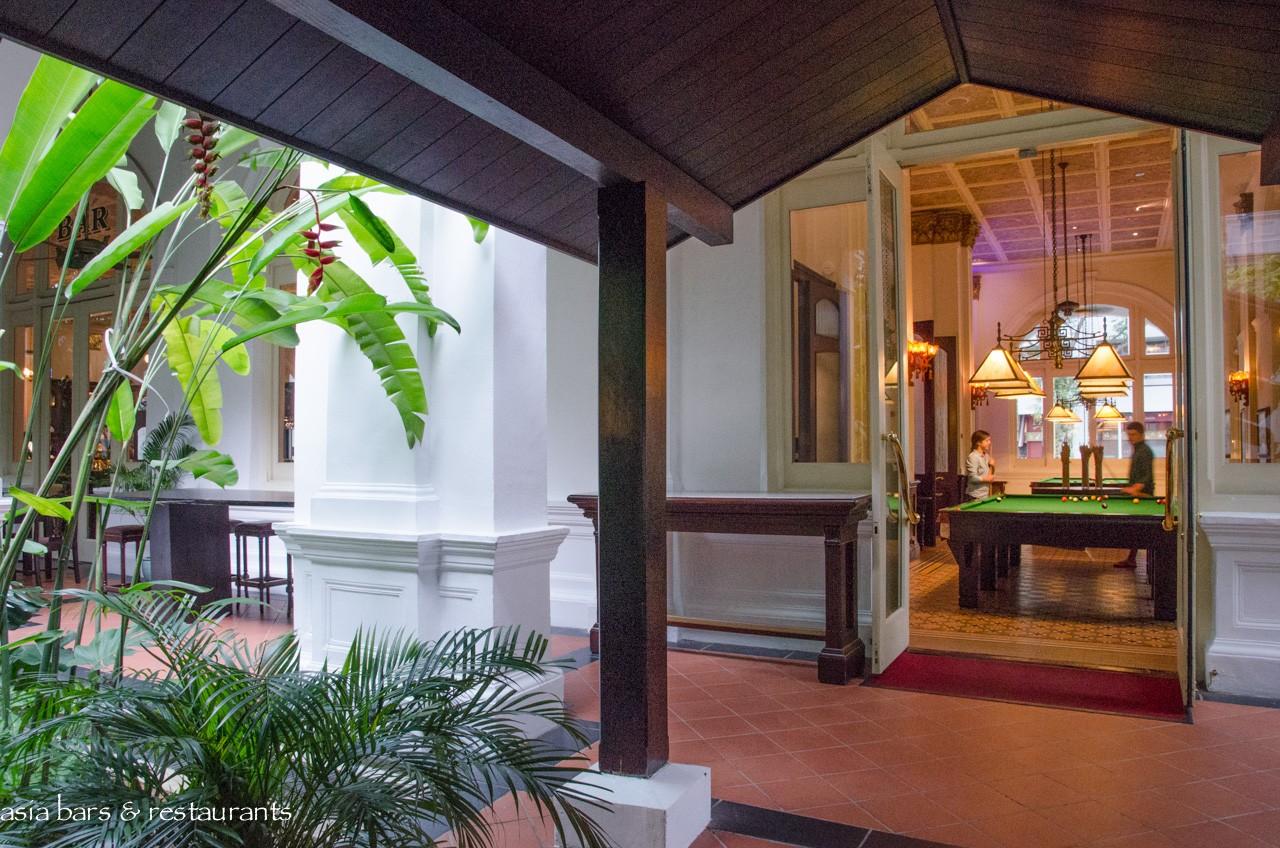raffles bar & billiard room