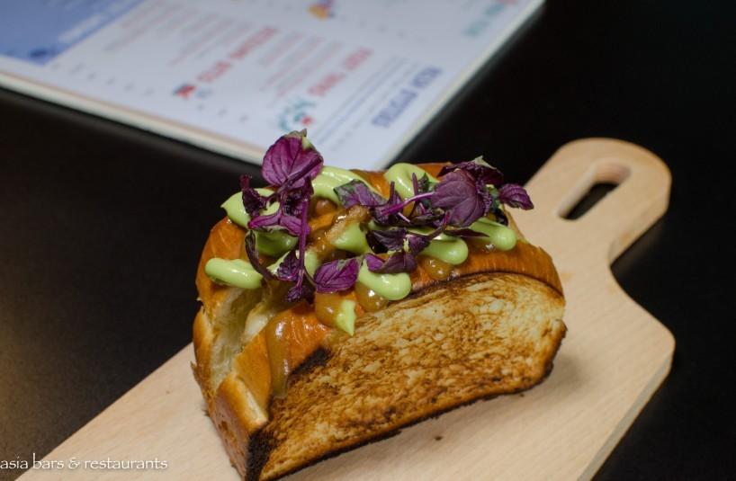FOC Sentosa - chicken wings sandwich