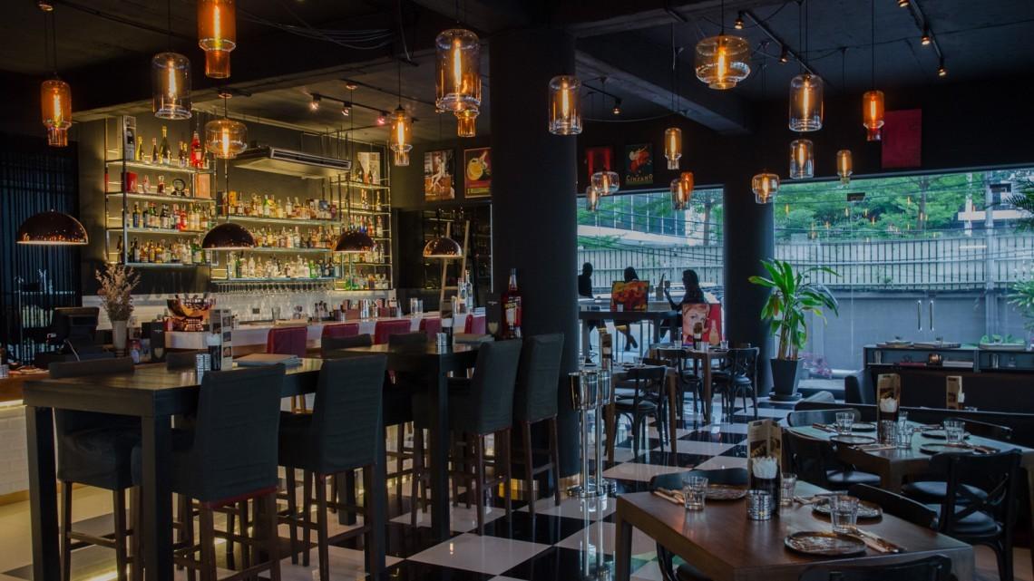 mikys cocktail bar