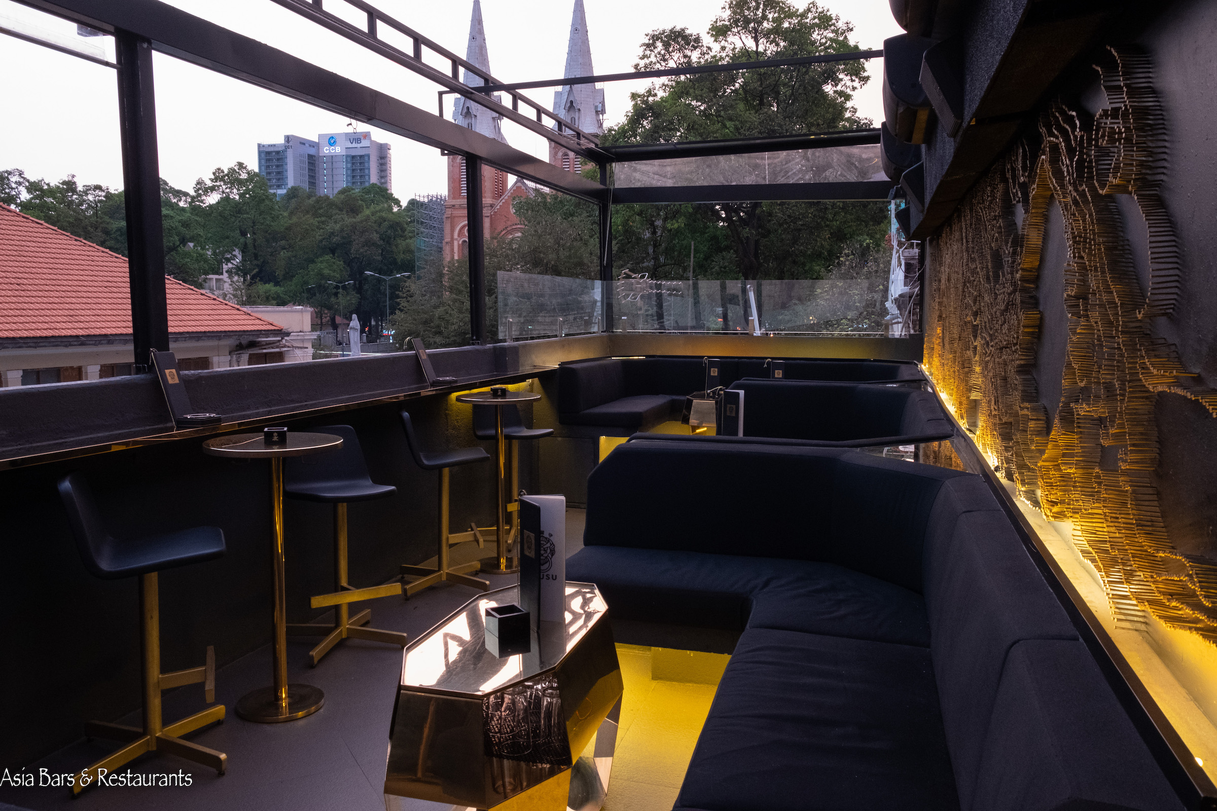 irusu lounge saigon