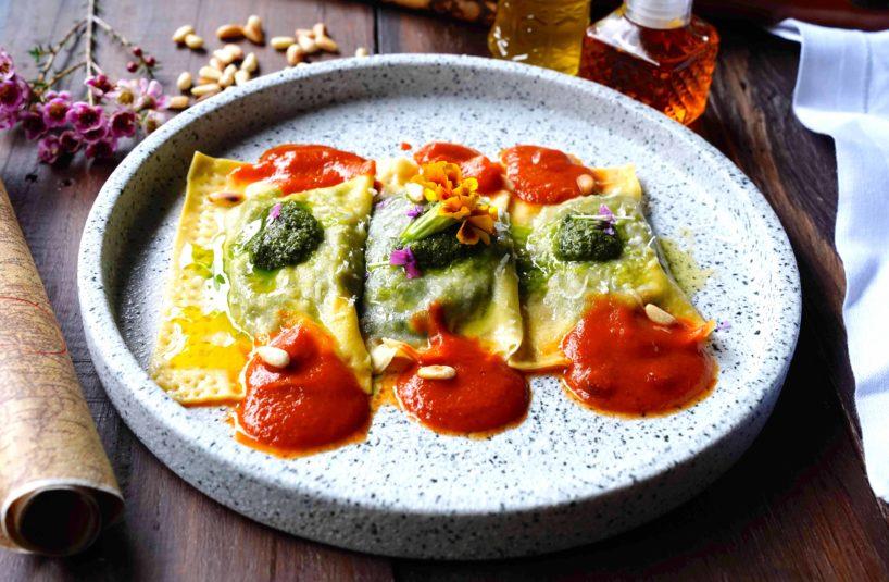 Ravioli Ripieni di Spinaci e Ricotta con Salsa al Pomodoro Picante